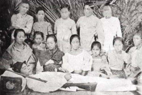 http://www.freewebs.com/philippineamericanwar/Emilio%20Jacintp%20dies%20better%20pic.jpg