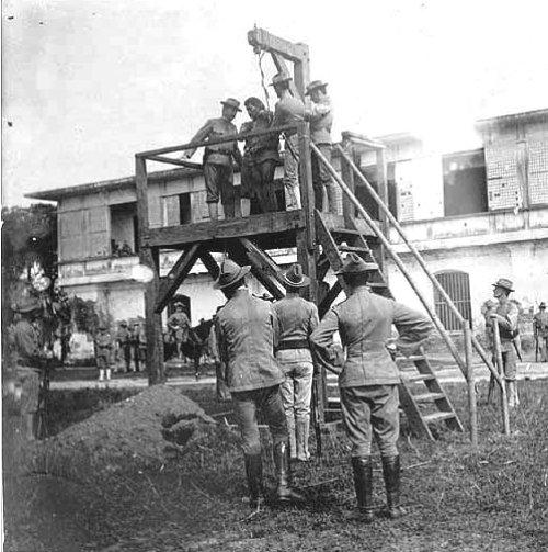 The U.S. Army executes a Filipino, circa 1900
